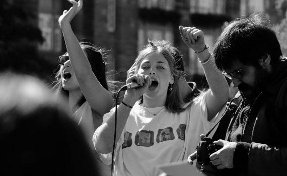 Duizenden jeugdzorgwerkers staken: 'Te veel regels en te veel bureaucratie